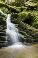 Wasserfall aus der Schlucht foto