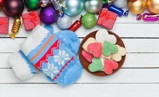 Fäustlinge und Weihnachtsgeschenke.