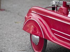 rotes Spielzeugauto foto