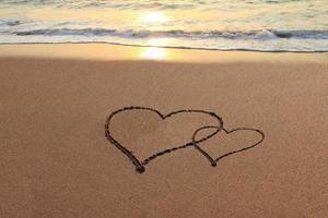 Liebesherzen am Strand foto