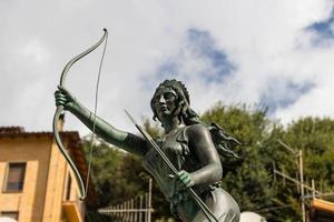 Göttin Jäger Diana Brunnen in Nemi 2