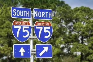Richtungsschilder entlang der Interstate I-75 in Florida foto