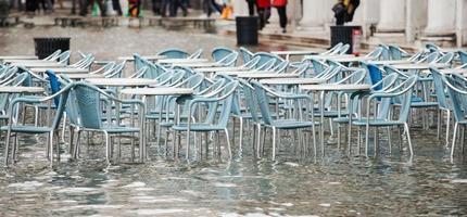 Hochwasser auf dem Platz der Heiligen Mark in Venedig foto
