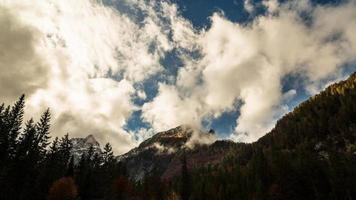 Herbstmorgen in den Alpen foto