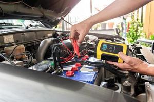 Autobatterieladegerät