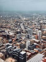 Luftaufnahme des städtischen Stadtbildes während des Tages
