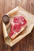 rohes Rindfleisch Rib Bone Steak foto