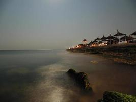 Langzeitbelichtungsfoto an der Küste