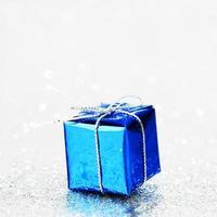 blaues Weihnachtsgeschenk
