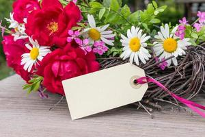 Rosen und Gänseblümchen