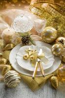 goldener Weihnachtstisch foto