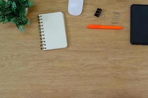 Draufsicht auf Schreibtisch
