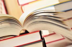 Komposition mit Stapel Bücher