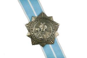 Ordnung von Bohdan Khmelnytsky III Grad auf dem Band.