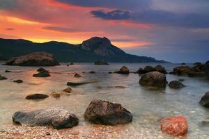ruhige See im Morgengrauen foto