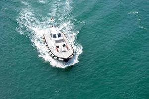 Lotsenboot im Meer foto