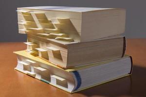 Bücher auf dem Tisch foto