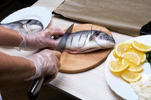 gekochter Fisch Seebrassenfisch mit.