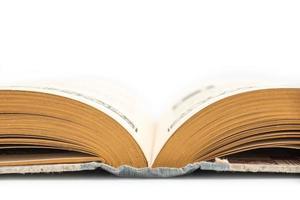 altmodisches geöffnetes Buch, Seitenansicht, lokalisiert auf weißem Hintergrund