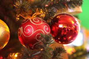 geschmückter schöner Weihnachtsbaum foto