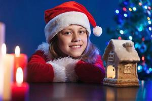 Mädchen Mädchen in Weihnachtsmütze.