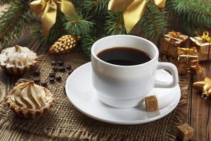 Kuchen und eine Tasse Kaffee