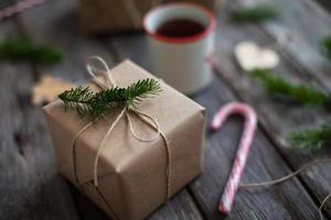 Weihnachtsgeschenke im skandinavischen Stil