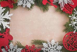 Weihnachtsrahmen mit einem Blatt Papier