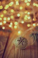Metallklingel mit Stern. Retro Weihnachten bac