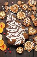 Weihnachtsdekoration mit Kuchen