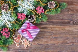 Lebkuchenmann und eine Geschenkbox