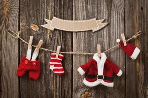 Weihnachtsdekoration über hölzernem Hintergrund