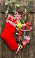 Weihnachtsdekoration Strumpf und handgemachtes Spielzeug