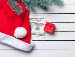 Weihnachtssüßigkeiten mit brench und Dollars
