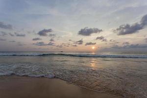 Sonnenuntergang Kata Strand in Phuket Island Thailand foto