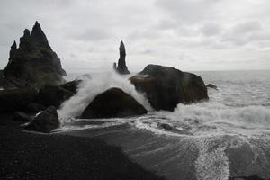 schwarzer Strand vik foto