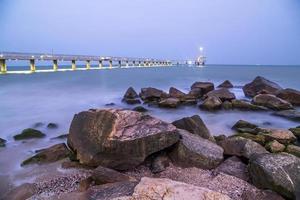 Brücke in Burgas in der Nacht foto