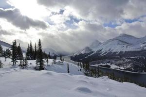 Wintersee im Banff-Nationalpark foto