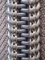 geschlossener grauer Reißverschluss