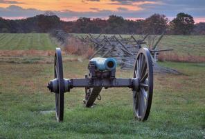 Artillerie in der Nähe einer Zaunlinie in Gettysburg, Pennsylvania foto