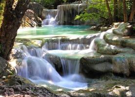 schöner wasserfall im erawan nationalpark