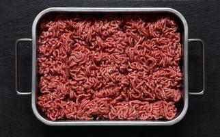 rohes Rinderhackfleisch foto