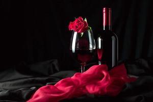 Flasche und Glas mit rot foto