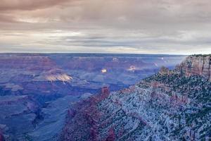Erstaunliche und atemberaubende Aussicht auf den Grand Canyon