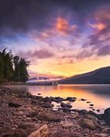 Sonnenuntergang über dem Lake McDonald foto