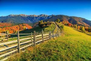 atemberaubende ländliche Landschaft des Herbstes nahe Kleie, Siebenbürgen, Rumänien, Europa foto