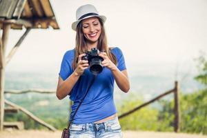 glückliches Mädchen auf Reisen