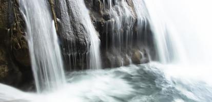 klarer Wasserfall
