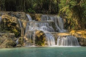 kuang si wasserfall in laos foto