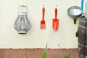 Gartengeräte hängen
